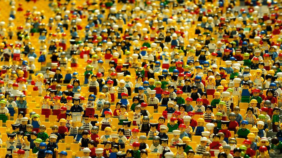 Comunicazione-nelle-professioni-Gruppo-di-omini-lego