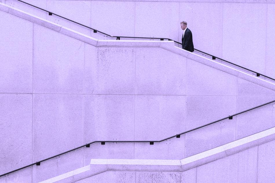 sito web per professionisti-uomo sale le scale